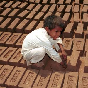 kindersklaven mädchensklaven indien delhi sklavenkinder prostitution sexsklaven kinderarbeit sklaverei strassenkinder armut bildung bordell gewalt missbrauch